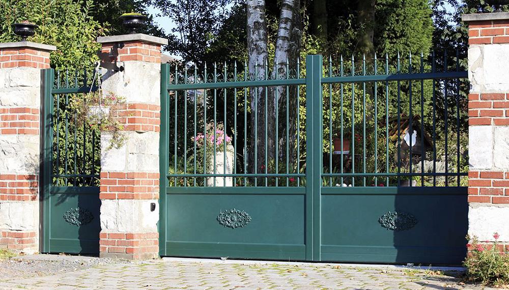 sp cialiste du portail aluminium mrg est le fabricant r gional de portails en aluminium style. Black Bedroom Furniture Sets. Home Design Ideas